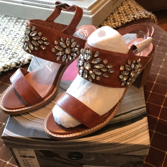 a5dcf622eaae6 Jeffrey Campbell Dola tan sandals. Brand new